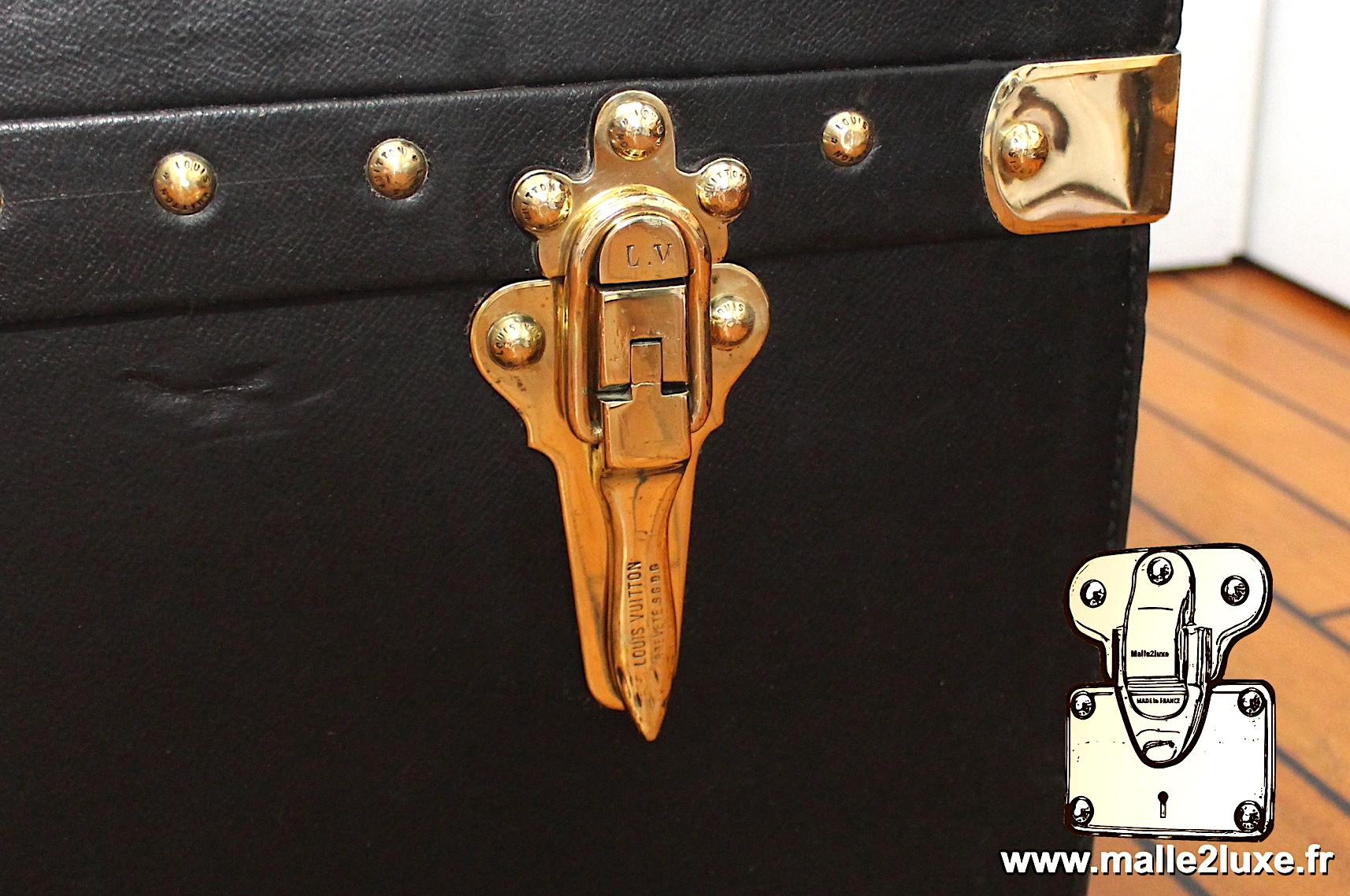Levier de fermture breveté Louis Vuitton pour malle automobile