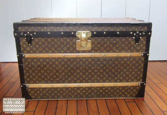 mod le malle courrier et haute louis vuitton malle louis vuitton. Black Bedroom Furniture Sets. Home Design Ideas