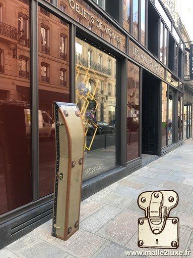 malle devant la boutique moynat rue st honore paris
