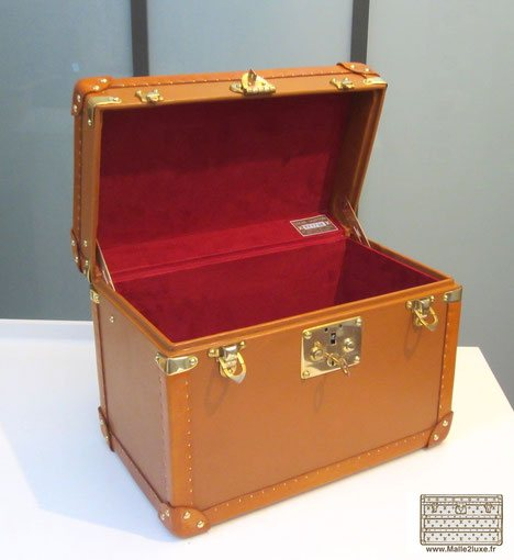 vanity ouvert ancien trunk Louis Vuitton