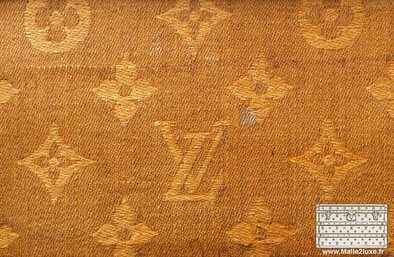 La toile Monogramme est créée en 1896 tissée toile louis vuitton trunk malle