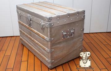 malle courrier Louis Vuitton aluminium