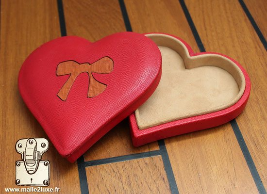 Ecrin en forme de coeur romantique gainé de cuir de maroquin