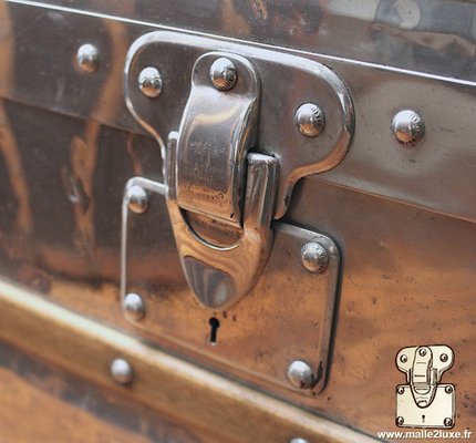 Louis Vuitton patent filing old trunk lock aluminum