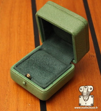 malle2luxe manufacturer of jewelry boxes and collector's box skin shark