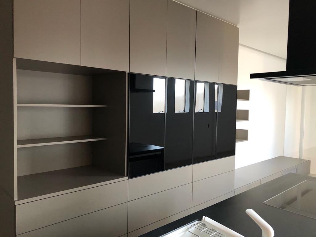 キッチン収納棚 アルミフレーム扉 食器棚