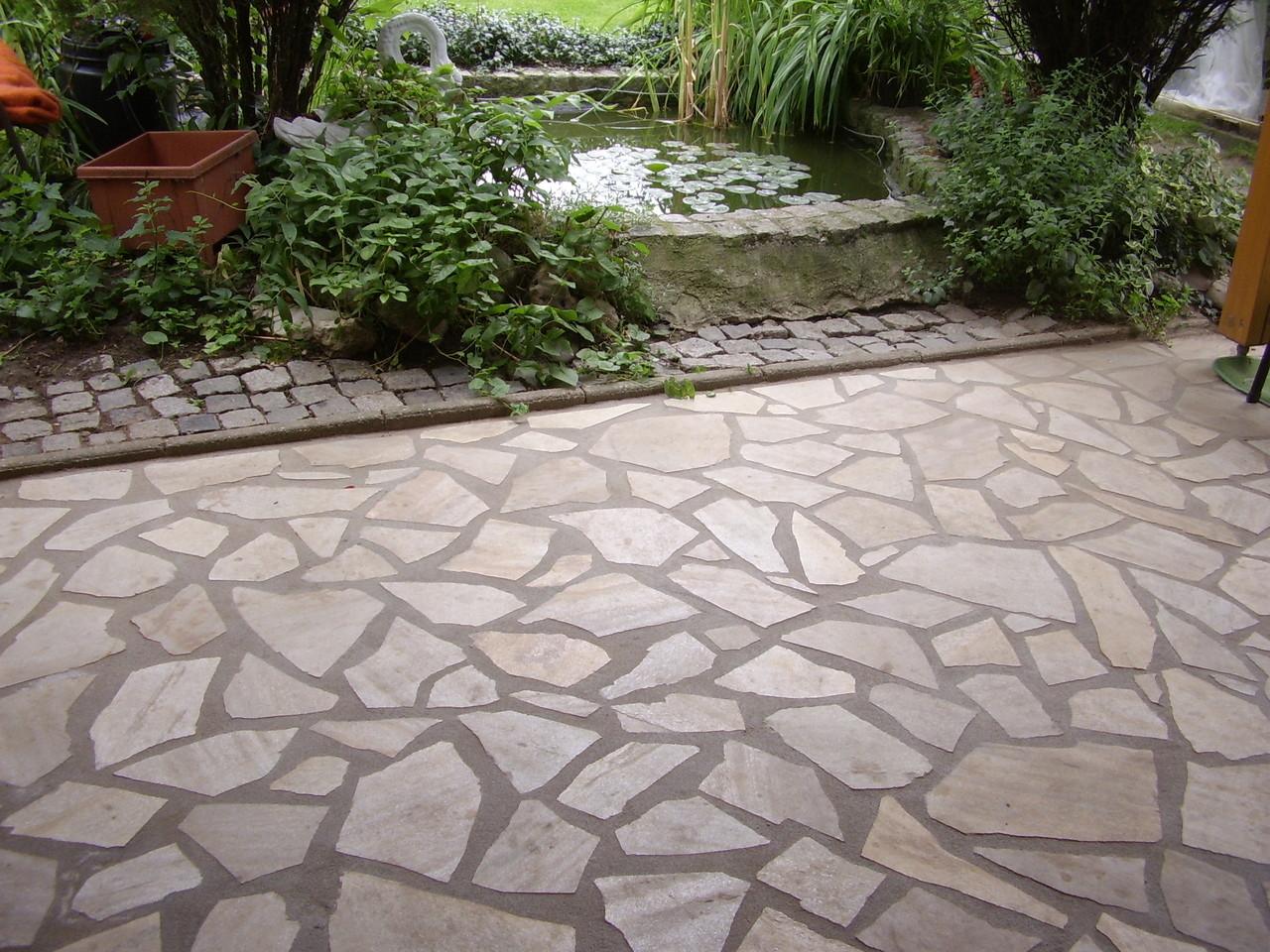 Polygonalplatten im Außenbereich