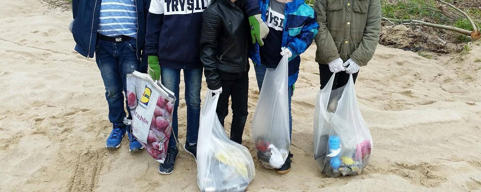 Müllsammeln am Strand