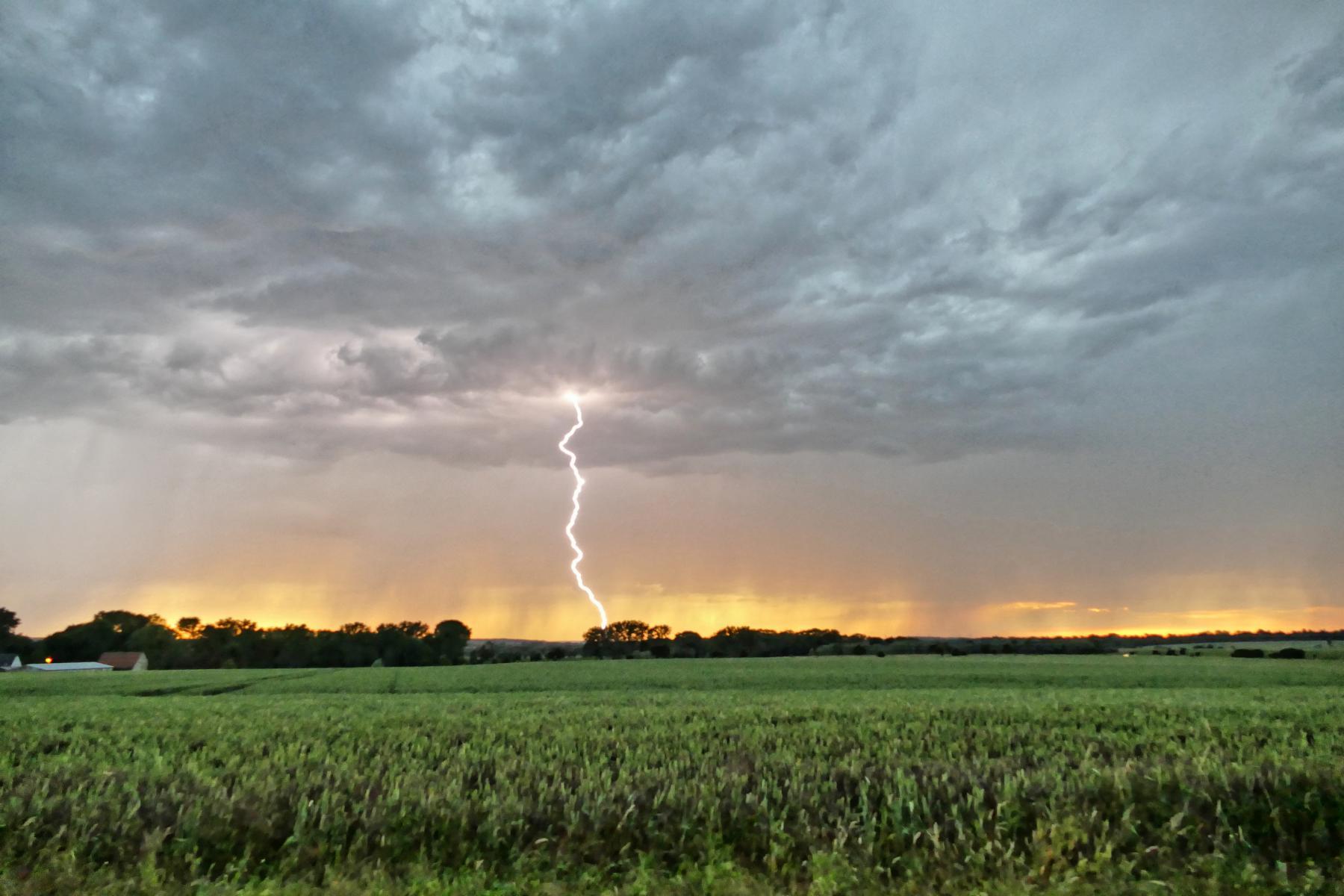 ..... dann kann man die Form des Blitzes sehen.....