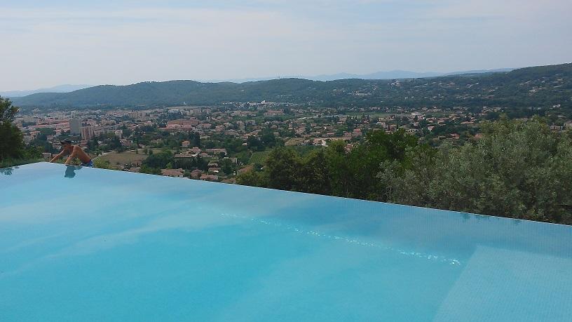 eau piscine gris clair