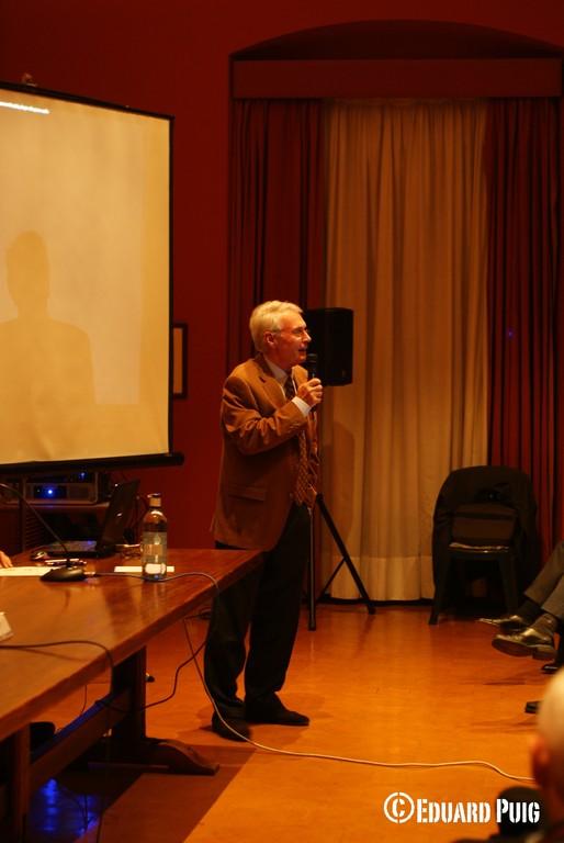 Ponent: Sr. Medina, membre de la Junta AVP, explicant problemàtiques