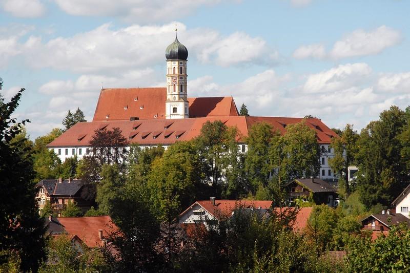 Kirche & Schloss    (c) Foto Hotter