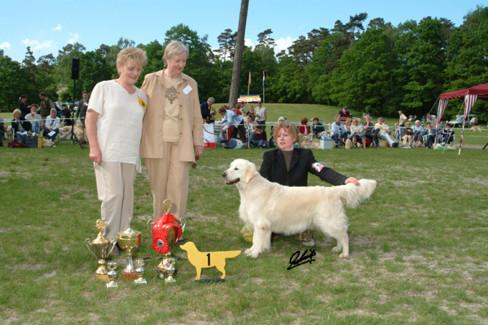 Darleen tijdens de GRCN KCM van 2004, waar zij vanuit de Veteranenklas, op een leeftijd van 9 jaar, nog Best of Breed en Club Winner wist te worden