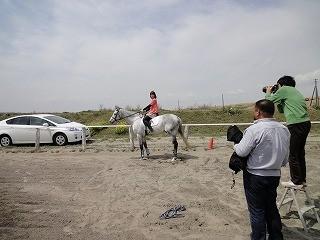 乗馬の取材と撮影風景