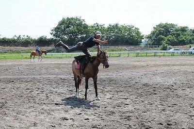 乗馬の調教をはじめて1ヶ月の軽乗ポーズ
