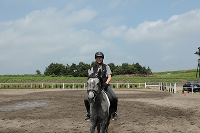 馬と二人で