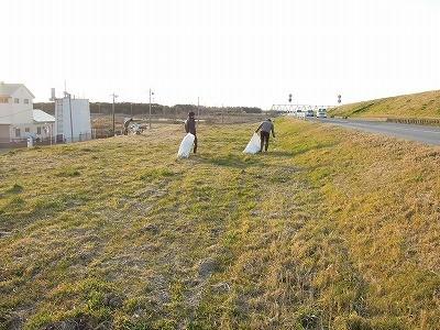 利根川土手のゴミ拾い