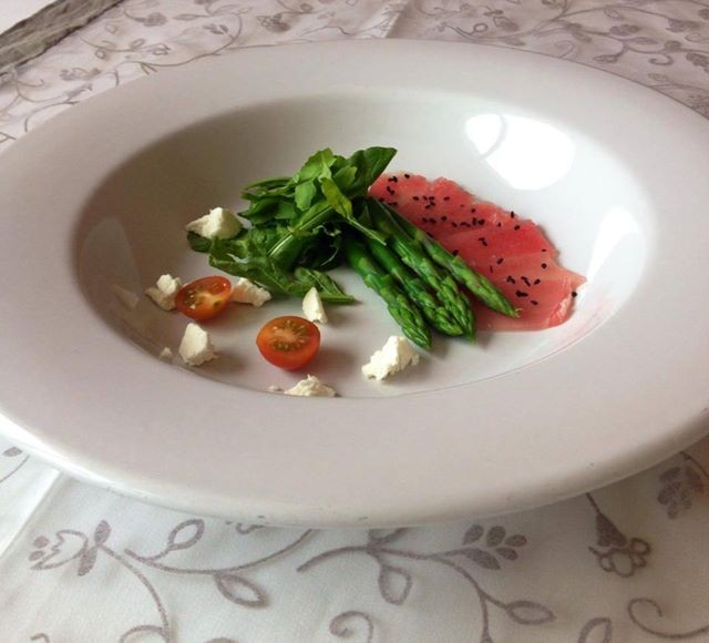 Tuna Carpaccio, arugula and asparagus salad