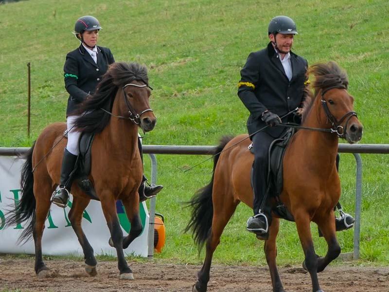 Anke auf Háleggur und Christian auf Hans Pór in ihrer T8-Prüfung