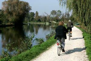 Chemin du Halage à vélo reliant Abbeville et Baie de Somme