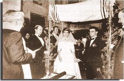 Primera boda por el rito judío en la Sinagoga de Córdoba tras quinientos años. Rebeca Romero, natural de Aguilar de la Frontera, y Eduardo Mirsky, judío de origen austriaco, se han convertido en la primera pareja que ha contraído matrimonio por el rito ju