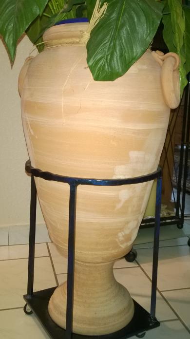 Mobile vase holder