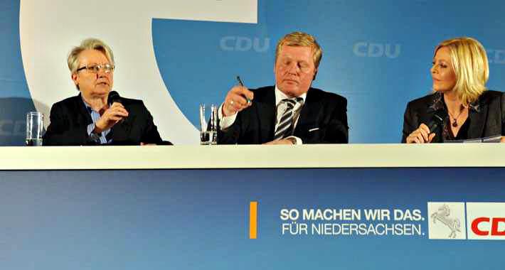 Moderatorin Judith Alwin mit Bundesbildungsministerin Schavan und Niedersachsens Kultusminister Althusmann auf dem Bildungs-Kongress 2012