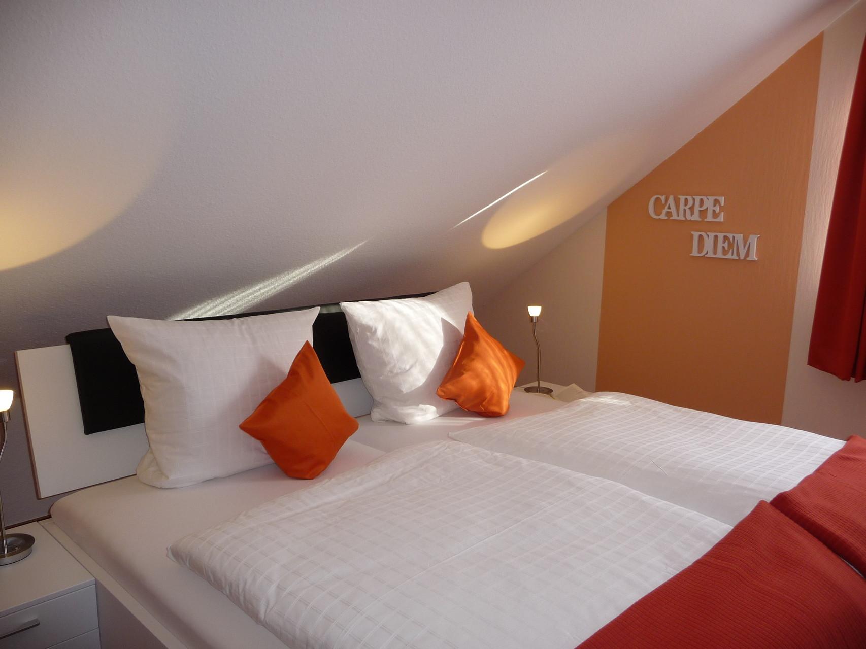 Standard Zimmer 3 - Wohlfühlen in Orange - Energie, Freude und Wärme!