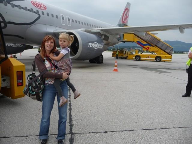 Beim Einsteigen ins Flugzeug