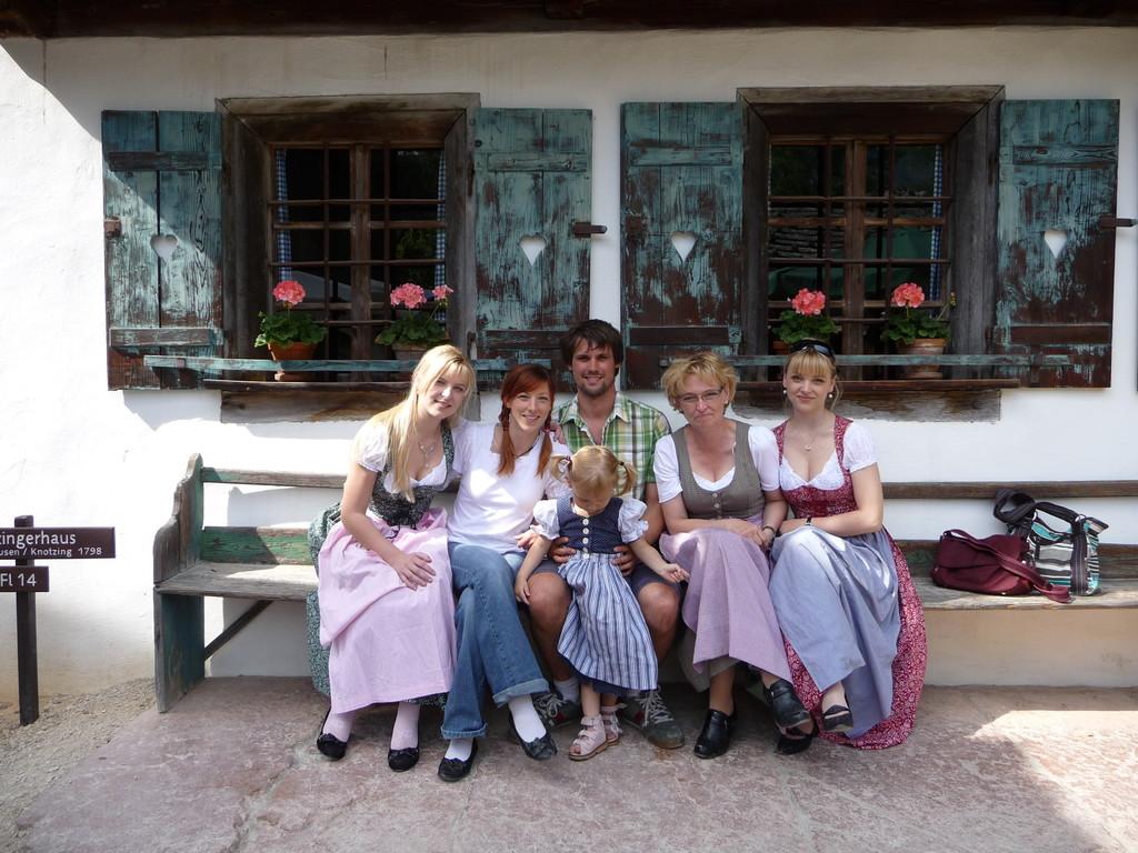 hier von links mit Tante Reinhild, Mama, Papa, Oma und Tante Siglind