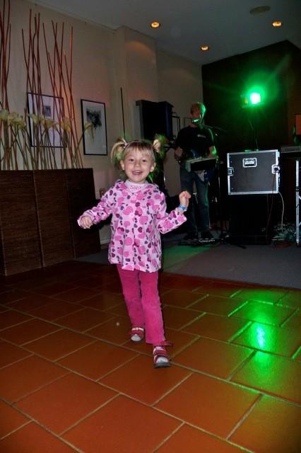 Eine kleine Tanzband hat am Freitag Abendprogramm gemacht ;-)