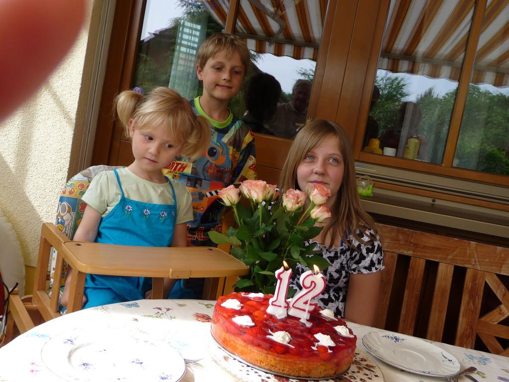 """Hier mit Kuchen und """"Onkel"""" Thomas"""