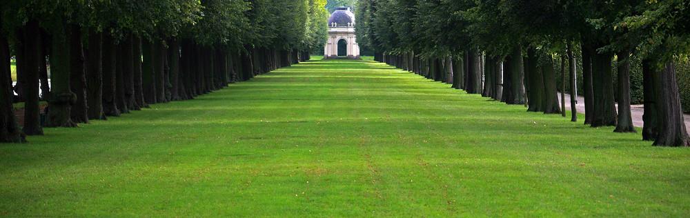 Am Eingang zu den Herrenhäuser Gärten, die Herrenhäuser Allee