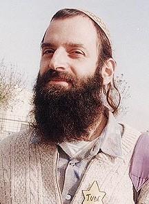 Goldstein betrat um 5 Uhr in seiner Uniform mit einem Sturmgewehr und vier gefüllten Magazinen die Grabstätten. Es fand gerade das Morgengebet statt. Er tötete dabei 29 Menschen und verletzte mindestens 150.