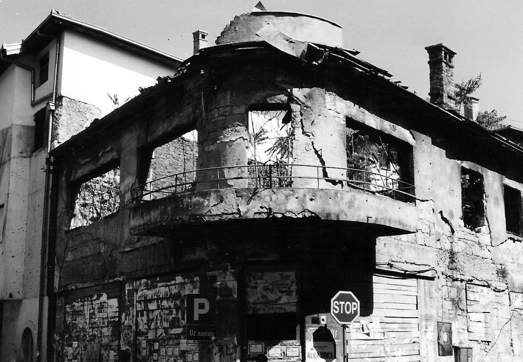 Während des Balkankrieges Anfang der 90-er Jahre war die Stadt d. d. Lage im Tal stark unter Beschuss