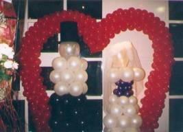 Brautpaar in Herzbogen