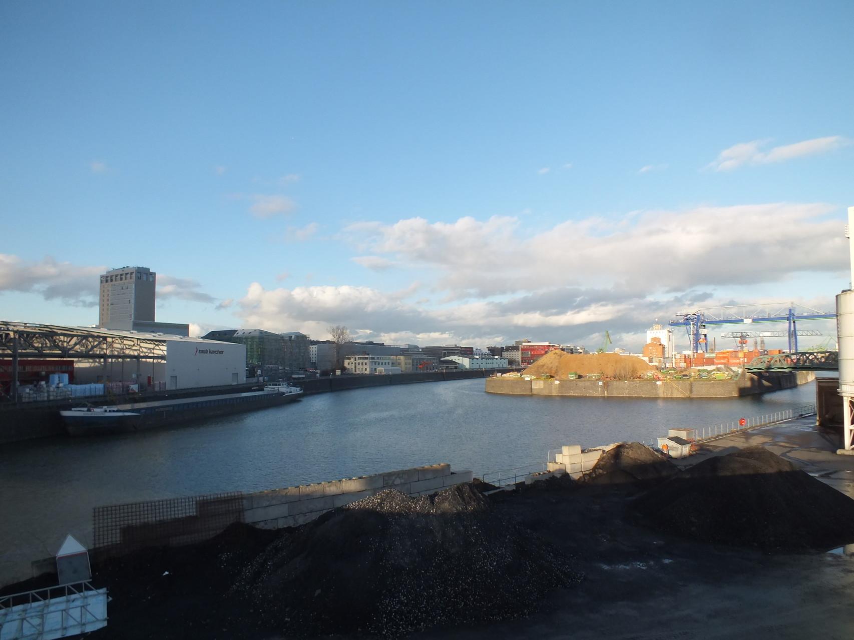 Osthafen mit zwei Becken von Honsellbrücke
