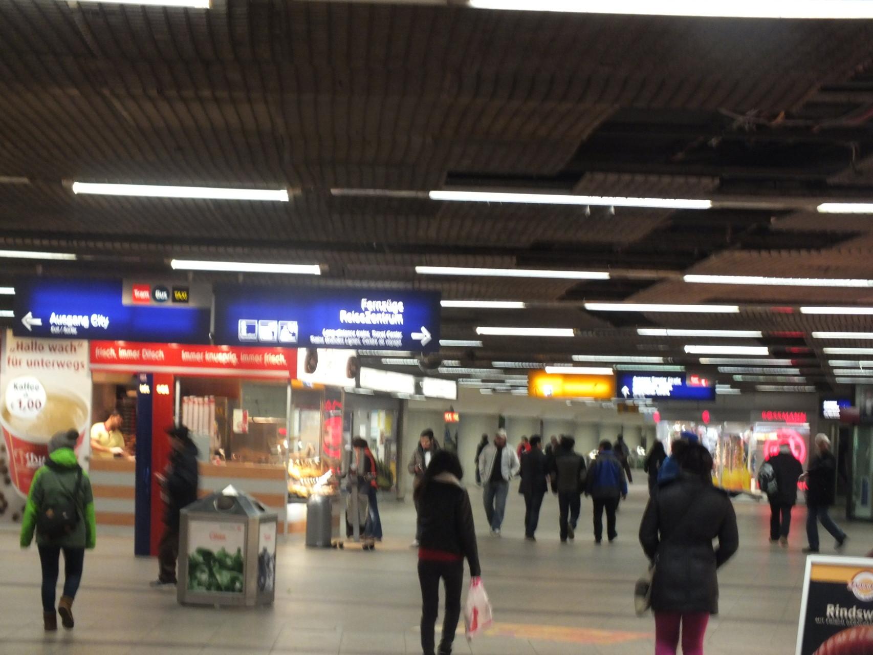 Tiefgeschoss, Zugang zu S- und U-Bahnen