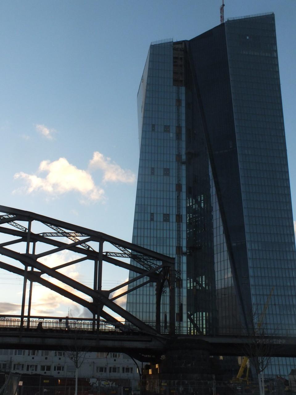 EZB mit Deutschherrenbrücke