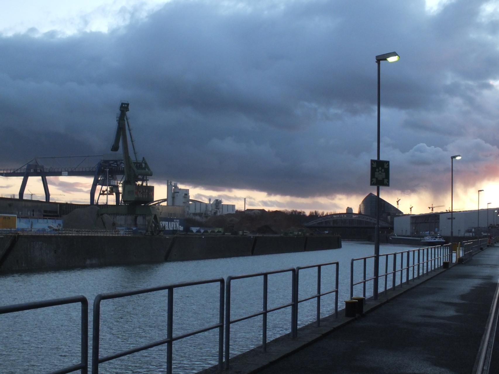Osthafen, links Becken