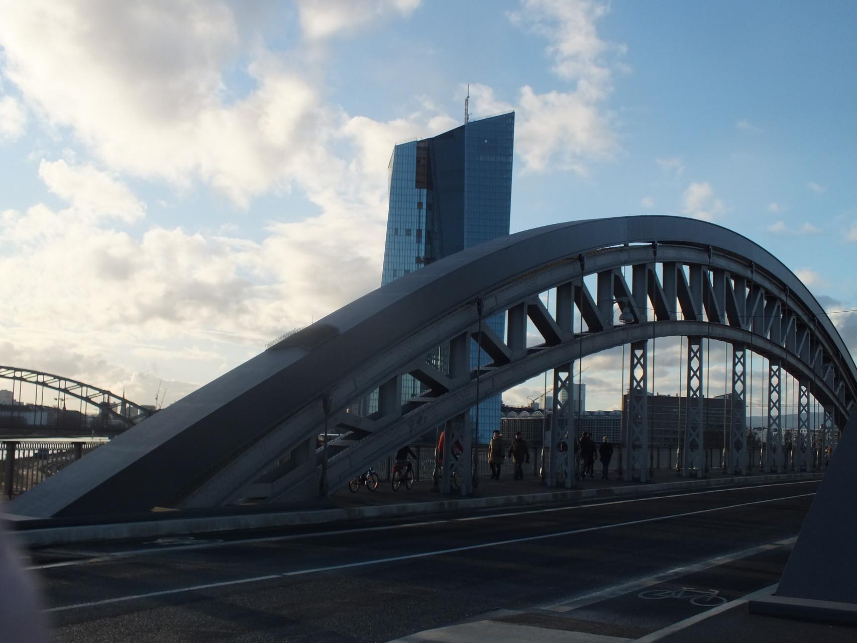 Honsellbrücke und EZB