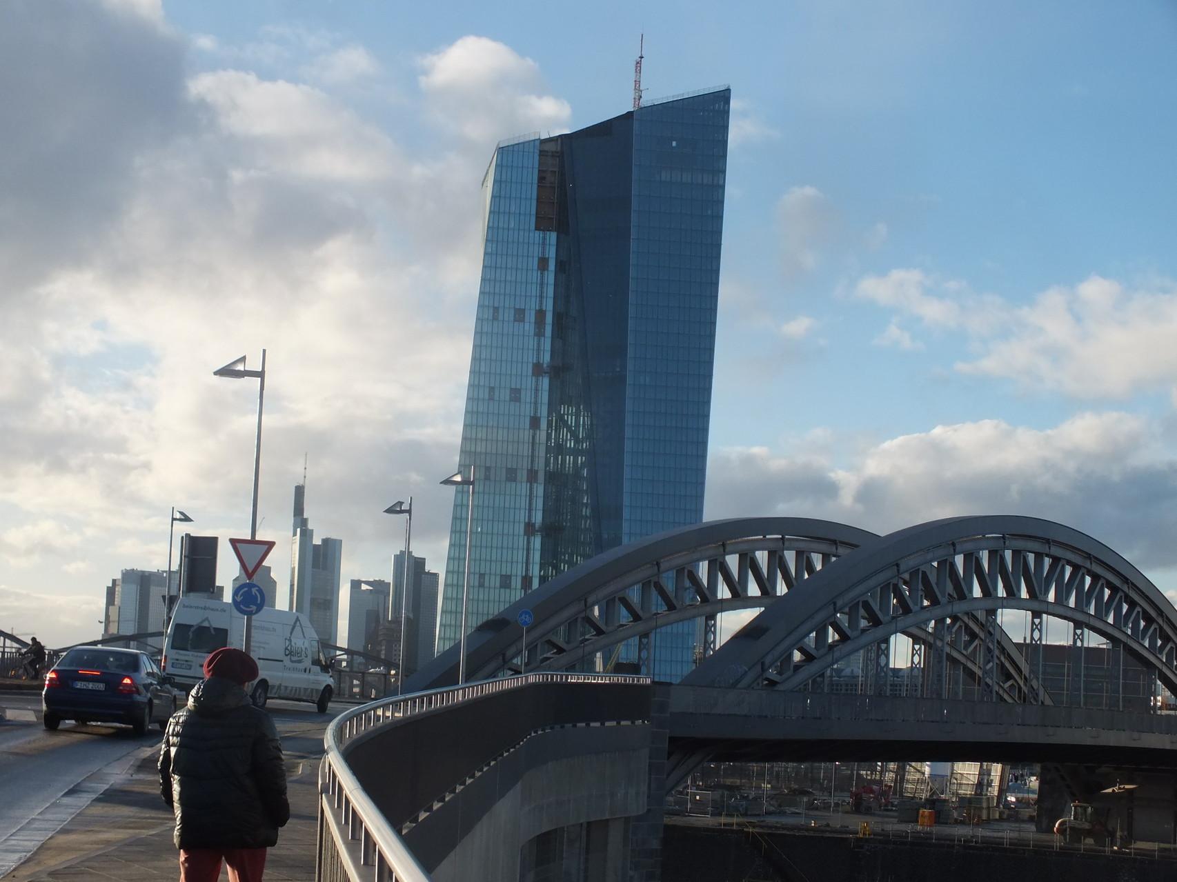 EZB und Honsellbrücke