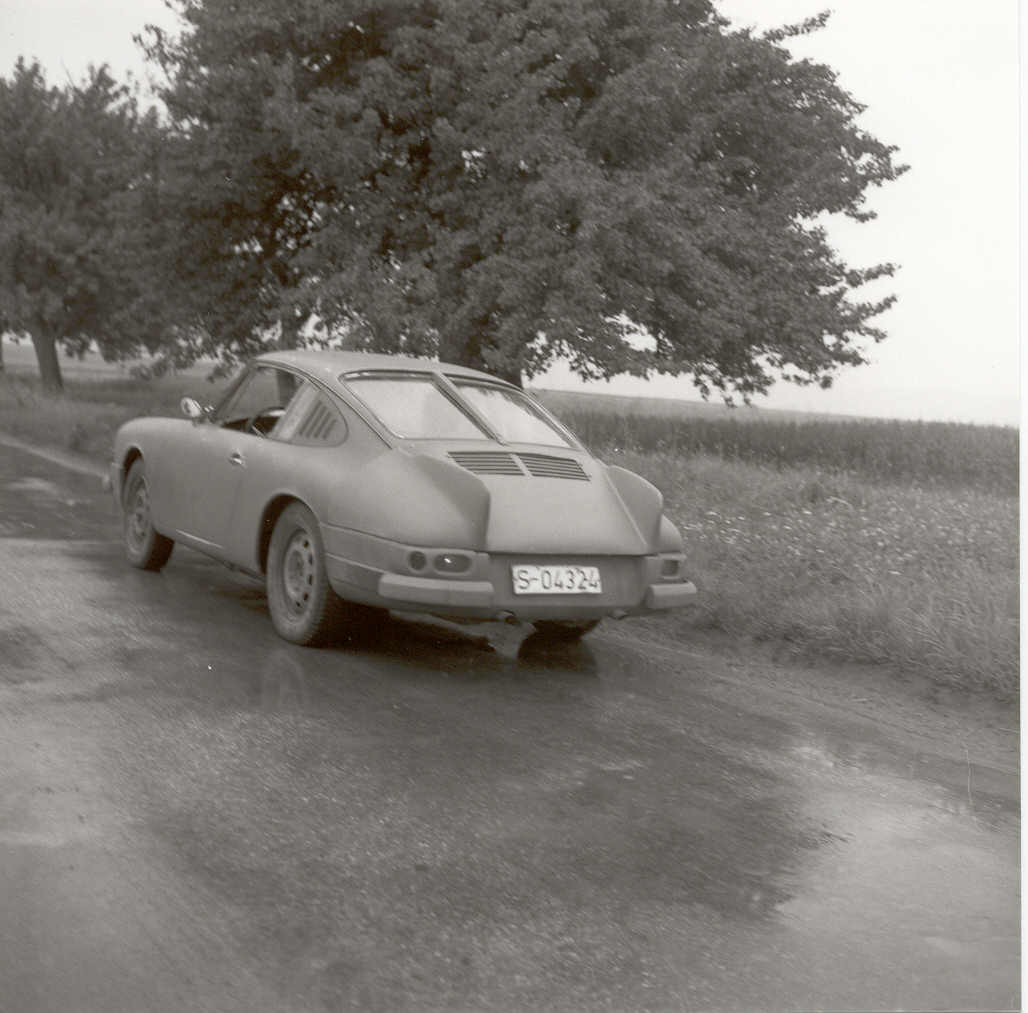 Juli 1963:  First Photo of the 901 prototype: the car was camouflaged with tail fins and additional parts / Erste Aufnahme des 901 Prototyp: der Wagen war mit Zusatzteilen und Heckflossen getarnt