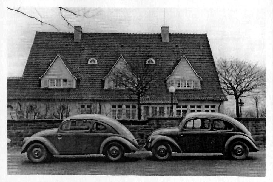 1936: Versuchswagen V3/1 und V3/3 vor der Porsche Villa
