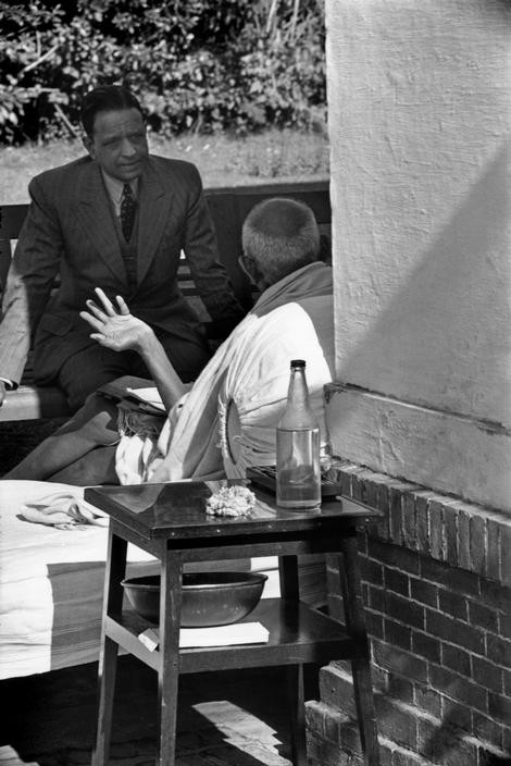 INDIA. Delhi. Birla House. 1948. An interview with GANDHI the day before his assassination.