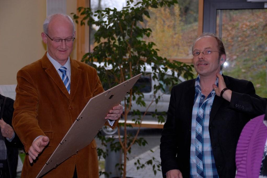 Vernissage: Bürgermeister Busch und Klein Jürgen