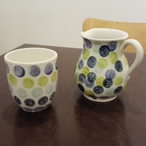 Tupfen auf Keramik