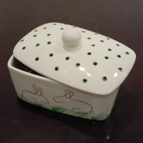 Punkte auf Keramik