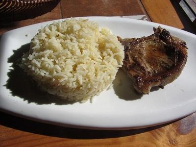 Mein Hauptgang: Gegrilltes Kotelett und Reis