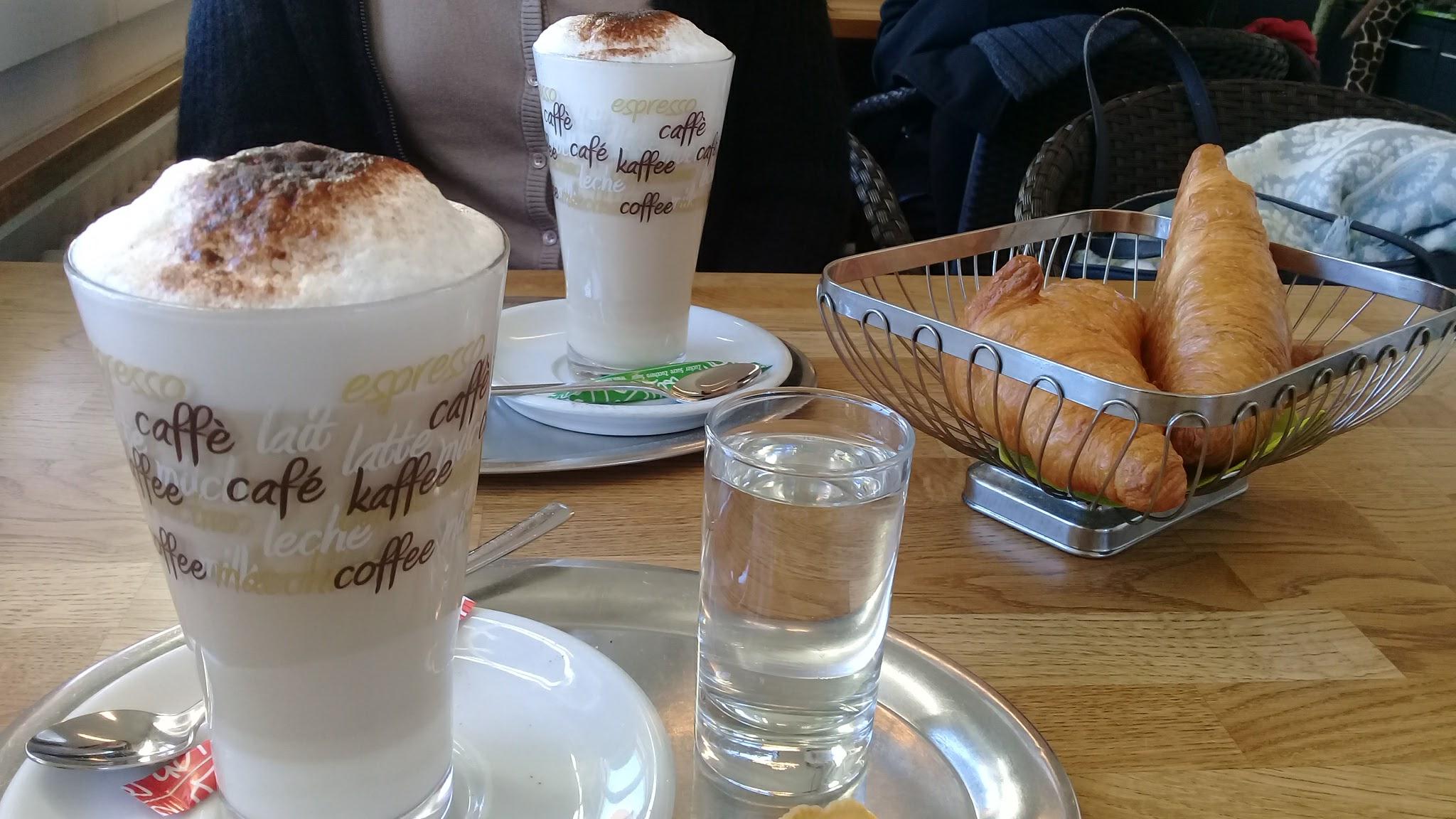 Kaffi und Gipfeli...